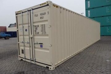 At Conteneurs S.E.A. we offer you top of the line 40' shipping containers for all of your shipping or storage needs.